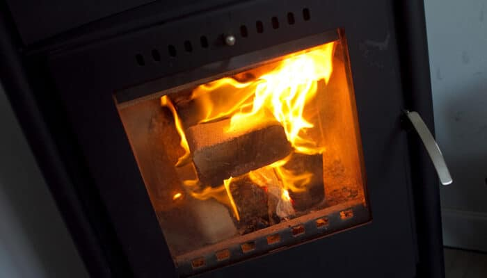 Overvejer du at købe en bolig med brændeovn eller pejseindsats?